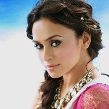 AMRUTA KHANVILKAR on ArtisteBooking