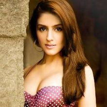 Aarti Chhabria on ArtisteBooking