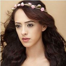 Hazel Keech on ArtisteBooking