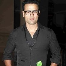 Rohit Roy  on ArtisteBooking