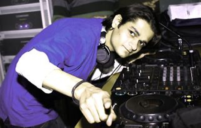 DJ Ravish  on ArtisteBooking