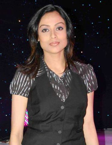Gauri Tonk on Artistebooking