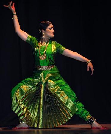 Geeta Chandran  on ArtisteBooking